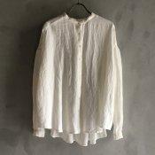 <img class='new_mark_img1' src='https://img.shop-pro.jp/img/new/icons13.gif' style='border:none;display:inline;margin:0px;padding:0px;width:auto;' />ikkuna/suzuki takayuki gathered blouse(イクナ/スズキタカユキ ギャザード ブラウス)White
