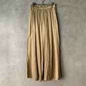 <img class='new_mark_img1' src='https://img.shop-pro.jp/img/new/icons13.gif' style='border:none;display:inline;margin:0px;padding:0px;width:auto;' />【予約販売】suzuki takayuki gathered pants �(スズキタカユキ ギャザードパンツ �)Gold