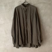 <img class='new_mark_img1' src='https://img.shop-pro.jp/img/new/icons13.gif' style='border:none;display:inline;margin:0px;padding:0px;width:auto;' />【予約販売】suzuki takayuki flared blouse(スズキタカユキ フレアドブラウス)Khaki