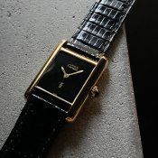 <img class='new_mark_img1' src='https://img.shop-pro.jp/img/new/icons13.gif' style='border:none;display:inline;margin:0px;padding:0px;width:auto;' />CARTIER MUST TANK (カルティエ マスト タンク) オニキスダイヤル SM