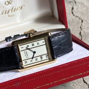 <img class='new_mark_img1' src='https://img.shop-pro.jp/img/new/icons13.gif' style='border:none;display:inline;margin:0px;padding:0px;width:auto;' />Cartier MUST TANK (カルティエ マスト タンク)LM 純正尾錠・ベルト・箱付