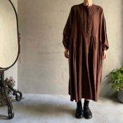 ikkuna/suzuki takayuki tucked dress (イクナ/スズキタカユキ タックドレス)Walnut