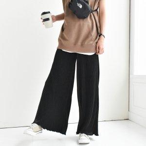 【ゆうパケ】細プリーツ裾メロウワイドパンツ(ブラック)