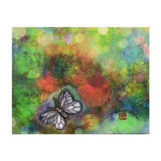 木漏れ日と蝶