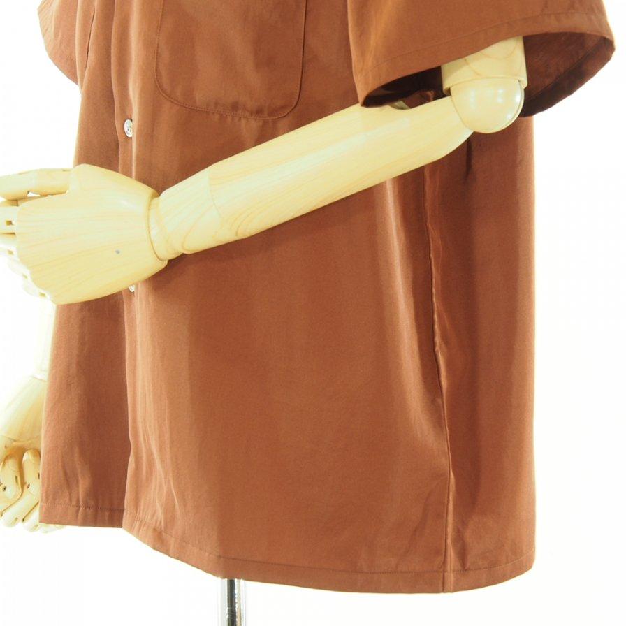 the conspires コンスパイアーズ - Satin CP Short Sleeve Shirt - Rust