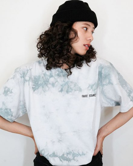 <img class='new_mark_img1' src='https://img.shop-pro.jp/img/new/icons43.gif' style='border:none;display:inline;margin:0px;padding:0px;width:auto;' />Tie dye Gray Tee