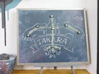 チョークで星座を描けるギャラクシー柄の黒板を作った事例