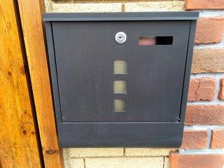 郵便受けを金属アイアン風に塗装した事例