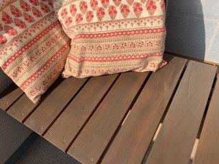 屋外でボロボロになってしまった木製ガーデンベンチを塗り替え補修した事例