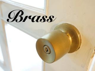 まるで真鍮のようなシックで控えめな輝き「Brass/ブラス」