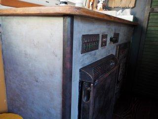 テーブルの腰板をコンクリートの打ちっぱなし風に塗った事例