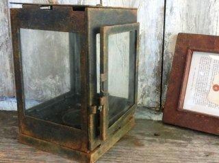長年放置されたランタンをイメージして錆を塗装で表現した事例