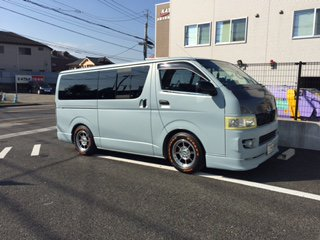 トヨタ ハイエースを世田谷ベースカラーで刷毛塗全塗装!
