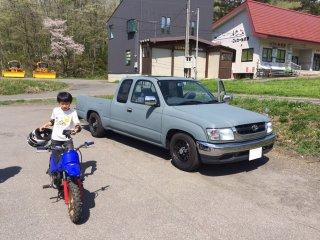 トヨタ ハイラックスをイーグルブルーグレーで全塗装!