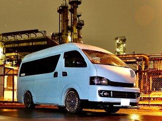 トヨタ ハイエースを世田谷ベースカラーで全塗装!