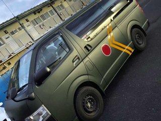 トヨタ ハイエースをグレイッシュダークグリーンで刷毛塗り全塗装!