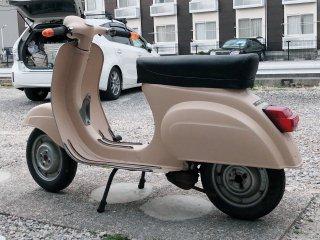 ピアッジオ ベスパ 50S Vintageをミルクティーベージュで刷毛塗り全塗装!