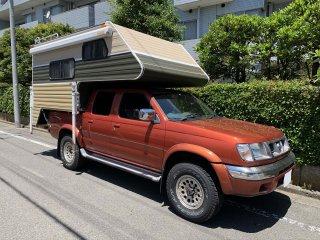 日産 ダットサントラックのトラックキャンパーをビスケットで刷毛塗り全塗装!