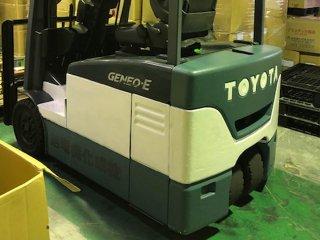 トヨタ フォークリフトをグレイッシュダークグリーンで刷毛塗り全塗装!