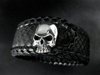 【TRANSCORE】 Black Snake Skin Skull Wrist Band