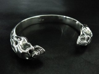 【TRANSCORE】 Twin Flame Skull Bangle