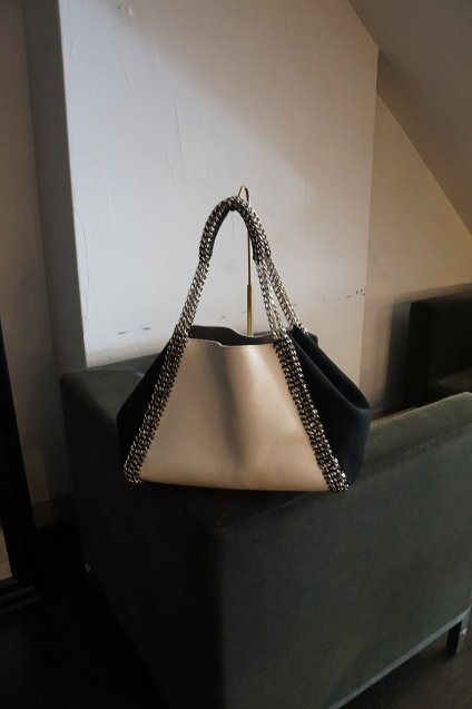 de Couture(デクチュール)チェーンレザートートバッグ横長Mサイズ  White/Black[D14]