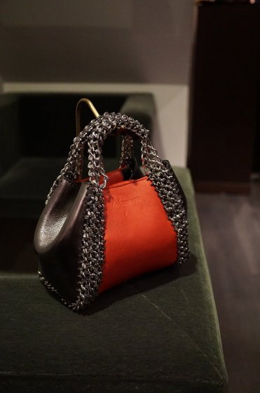 de Couture(デクチュール)2WAYチェーントートバッグSSサイズ Red/Metallic Silver