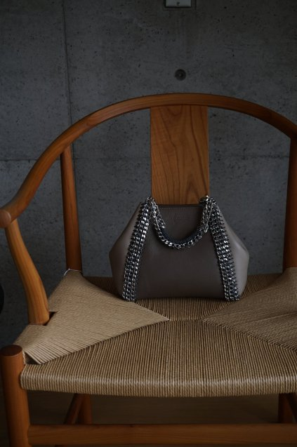 de Couture(デクチュール)2WAYチェーントートバッグSサイズ  Brown/Alabaster(Lightgreige)