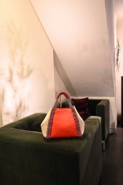 de Couture(デクチュール)2WAYチェーントートバッグSサイズ  Coral(Orange)/Alabaster(Lightgreige)