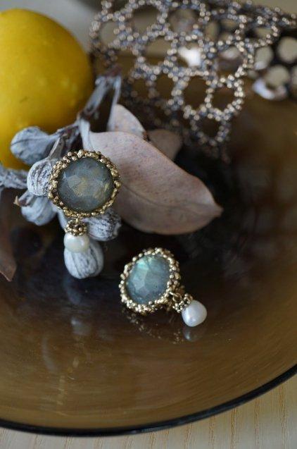 Small Crown Earrings (イヤリング)[OR1087 OTBR Labradorite/Pearl