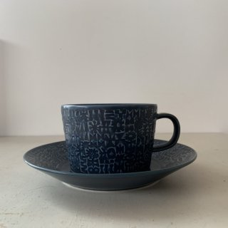 BIRDS' WORDS PATTERNED MUG