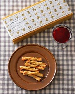 佐渡チーズと佐渡番茶の淡塩スティックパイ