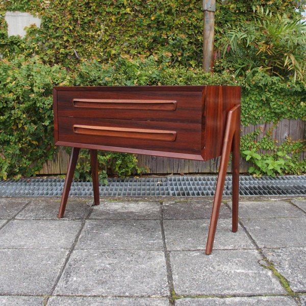 サイドからの眺めが美しいチェスト Rosewood Small Chest designed by Aksel Kjaersgaard