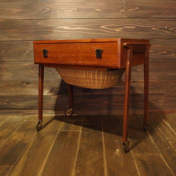 ラタンの籠つき!ソーイングテーブル Teak Sewing Table