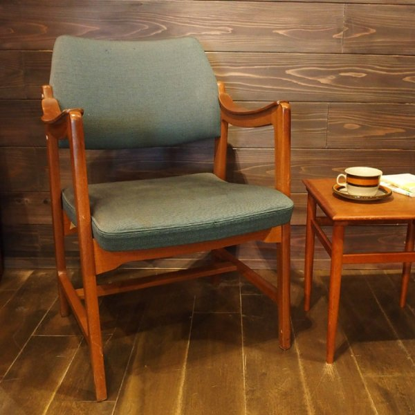 【SOLD OUT】読書やちょっと一服の時間を過ごすのにおすすめのアームチェア Teak Arm Chair