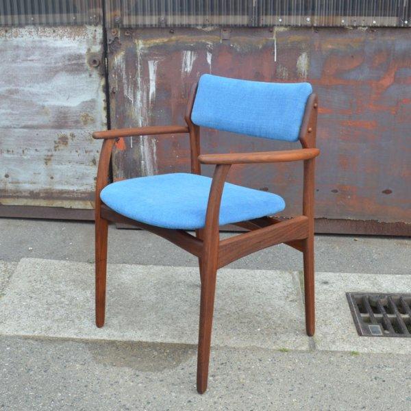 華奢なフレームで美しいデザイン。 Teak Arm Chair