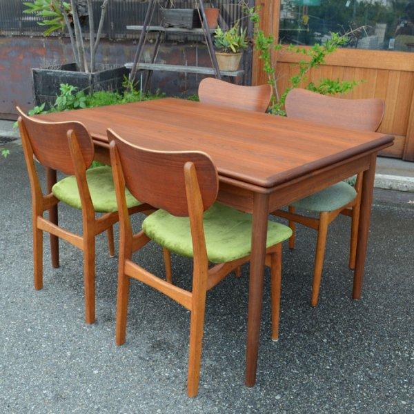 天板エッジにしっかりと無垢の回ったオーソドックスデザイン。 Teak Rectangle Dining Table