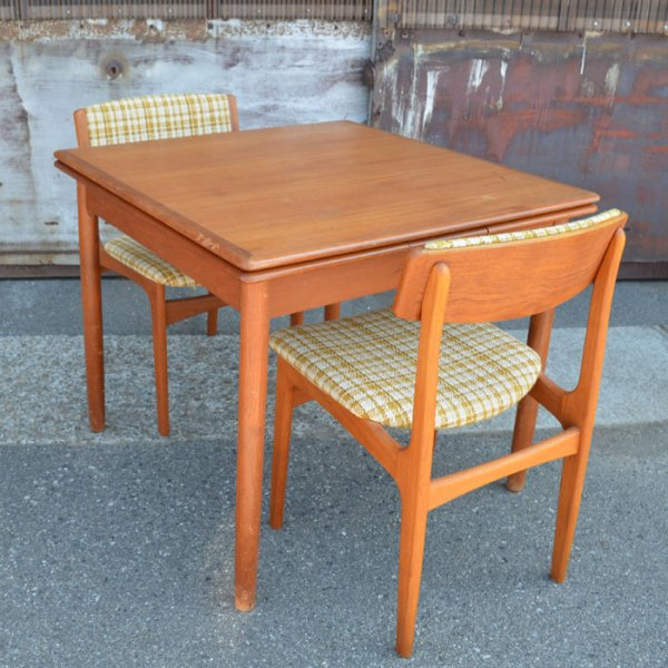 【SOLD OUT】普段は2人、広げれば4人ゆったりのテーブルです。 Teak Square Dining Table