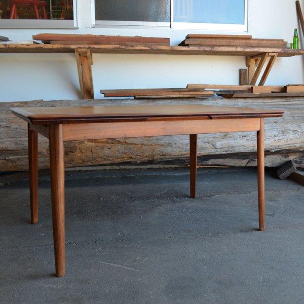 珍しいローズウッドの長方形テーブル。 Rosewood Rectangle Dining Table