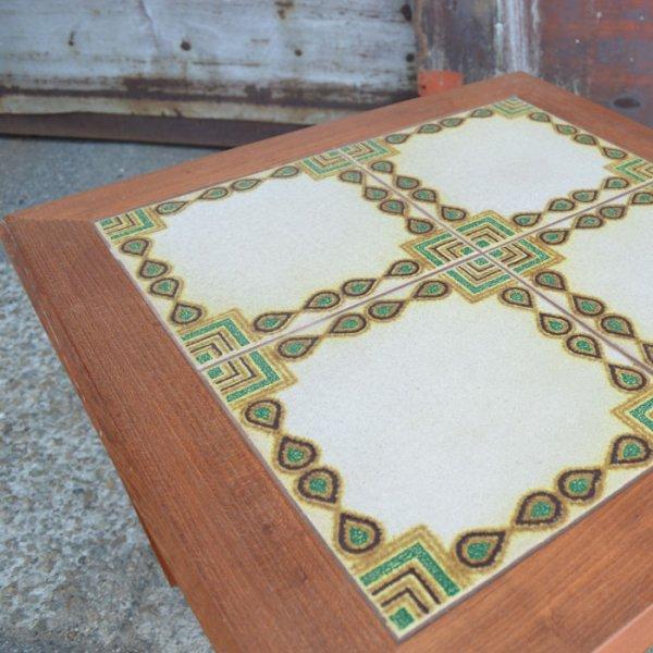 どこかアラビアンな印象も放つタイルテーブル。 Teak Tiletop Coffee Table