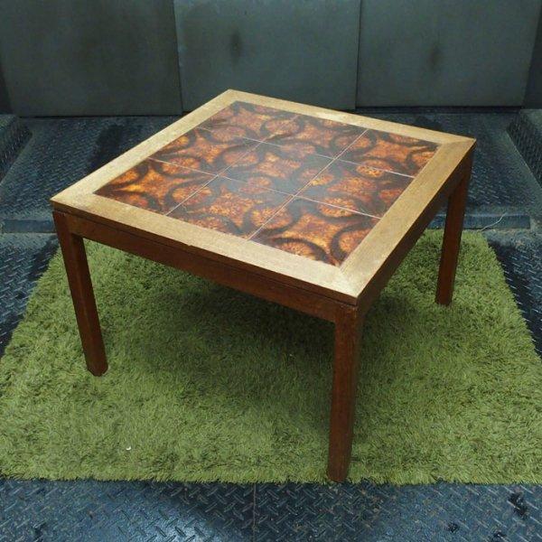 花のモチーフが浮かび上がるタイルが魅力的 Teak Tiletop Coffee Table