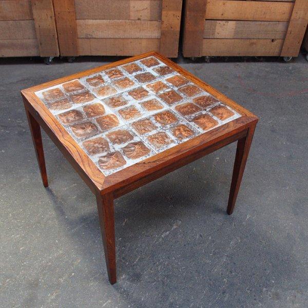 ローズウッドとタイルの組み合わせが素敵 Rosewood Tiletop Coffee Table
