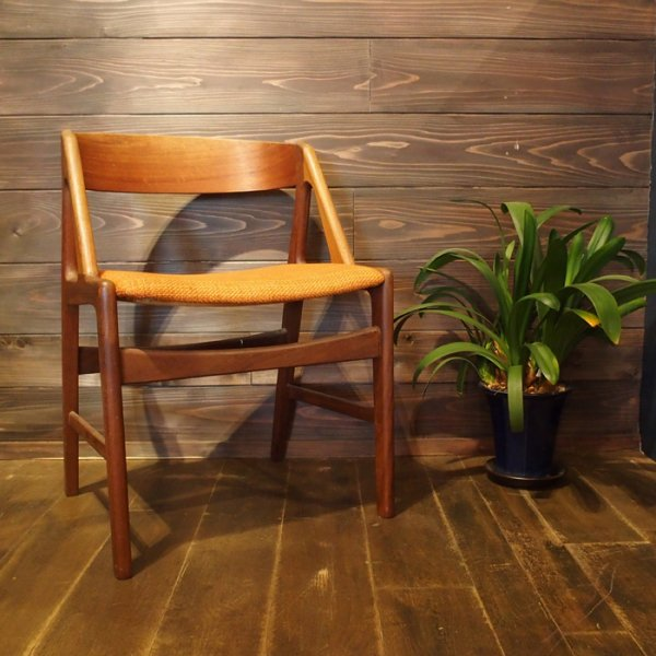 Henning Kjarnulfデザイン。ころんとかわいいハーフアームチェア。 Teak×Oak Half Arm Chair
