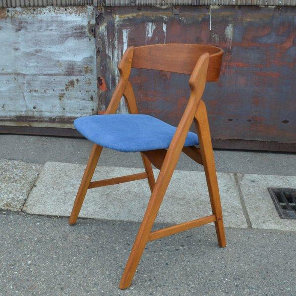 【SOLD OUT】Henning Kjaernulfデザイン。ころんとかわいい印象の一脚。 Teak×Oak Half Arm Chair