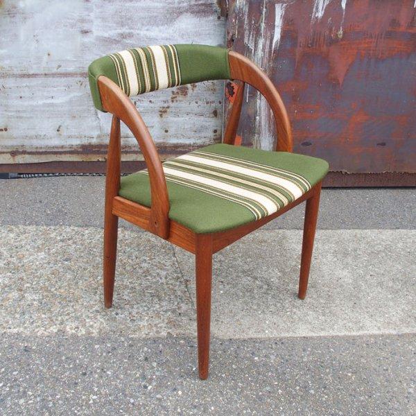 アームの曲線が素敵な1脚 Teak Half Arm Chair