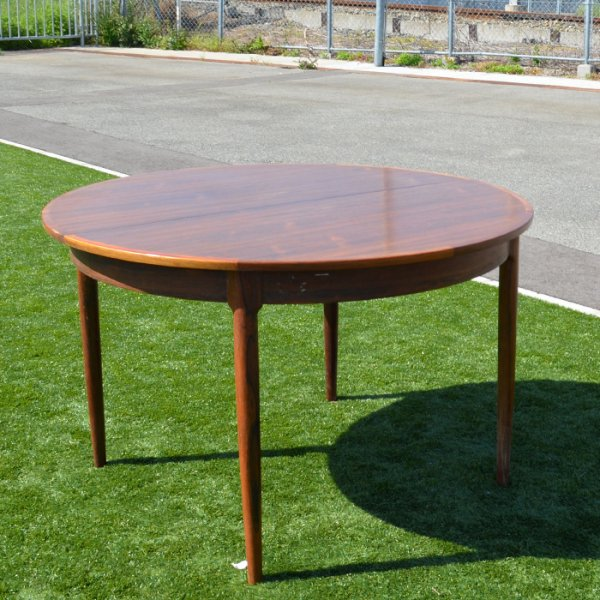 Niels Otto Mollerデザイン。ローズウッドを堪能ください! Rosewood Round Dining Table