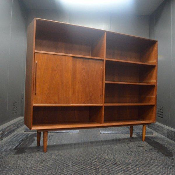 棚板はもちろん引き戸の位置も動かせます! Teak Bookshelf