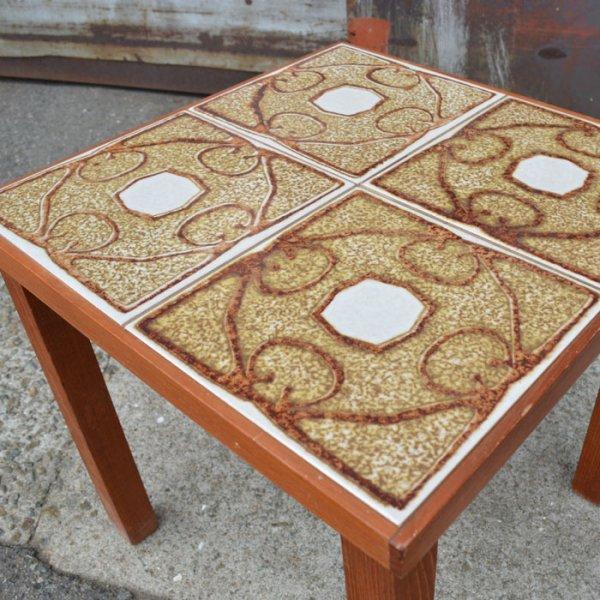 インパクト大なタイルが美しいコンパクトテーブル。飾り台にも。 Teak Tiletop Side Table