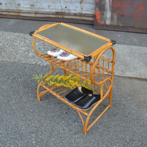 【SOLD OUT】あるだけでかわいいスリッパホルダー! Rattan Glass top Side Table