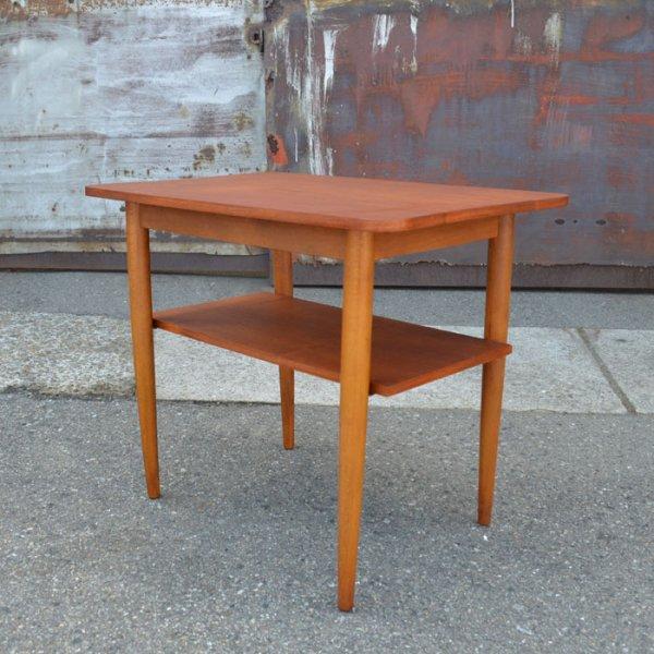 使いやすいサイズと棚下のラック◎ Teak Side Table